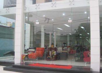Vách dựng cửa kính showroom
