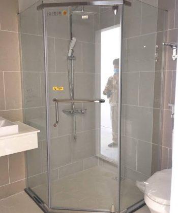 Mấu buồng tắm 135 độ cửa mở quay