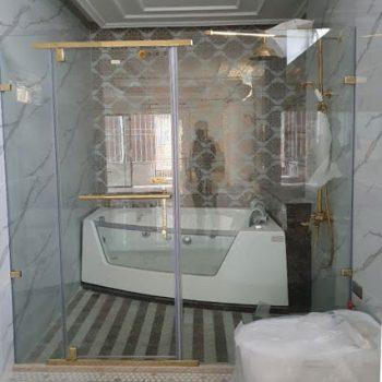 Vách tắm kính vàng mẫu 10